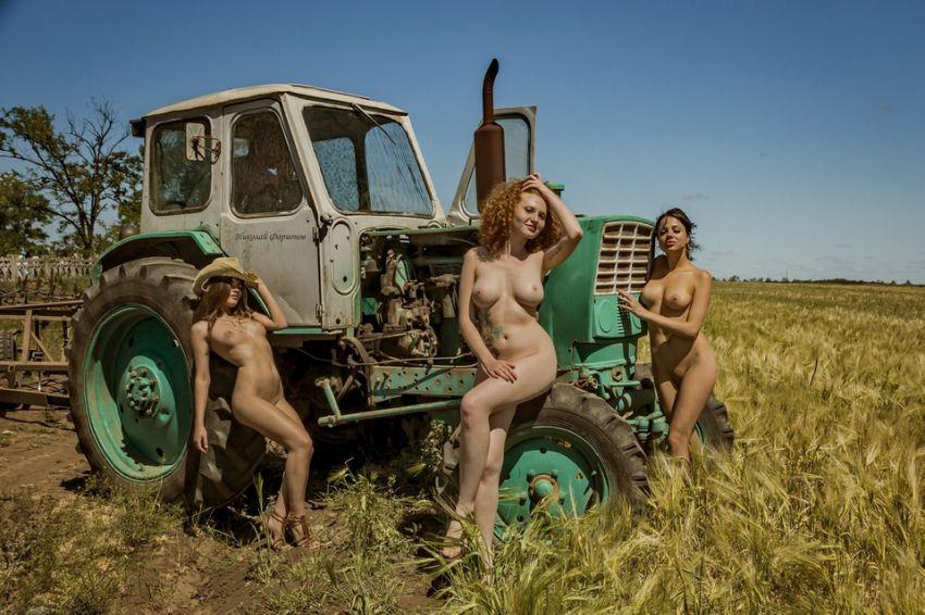 seks-vozle-traktora-video