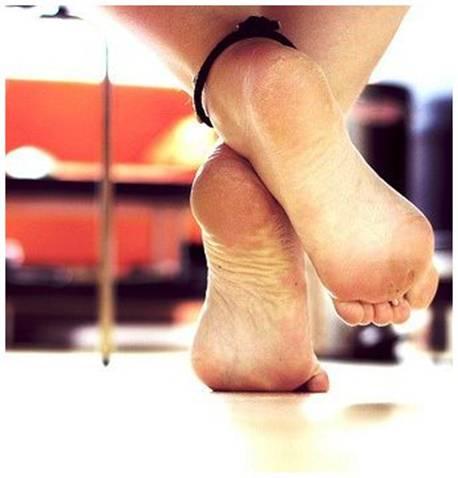 lizat-nam-pyatki-nogi
