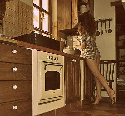 Жена должна быть босая беременная и на кухне 19