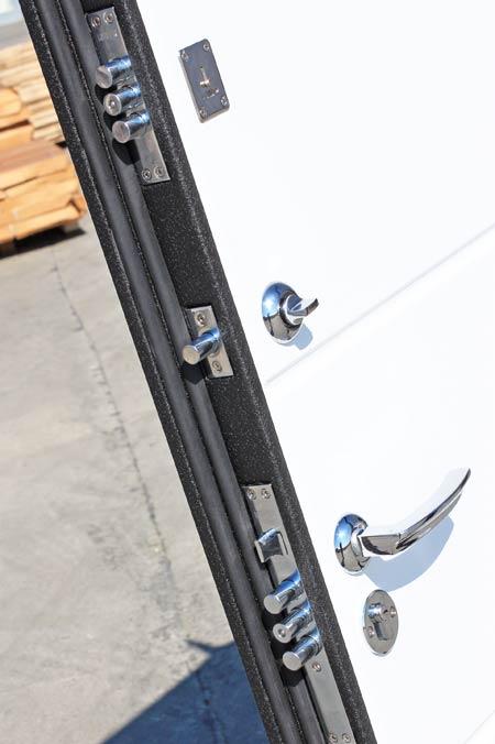 входная металлическая дверь глянцевое покрытие