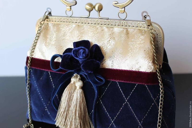 C чем носить синюю сумку