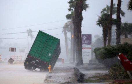 Репортаж из соцсетей: ураган в Техасе стал самым мощным за последние 12 лет   Изображение 1