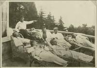 Рабочие в доме отдыха в Симеизе. Автор фото неизвестен. 1927 г.