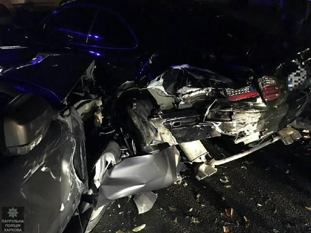 Пьяный водитель въехал в машины (ФОТО)
