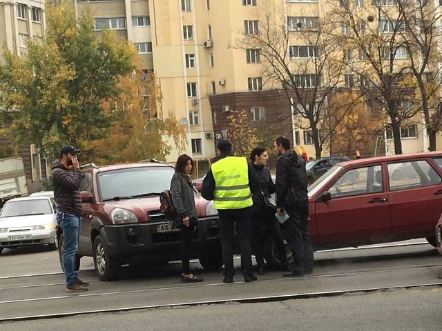 В результате аварии остановились трамваи (ФОТО)