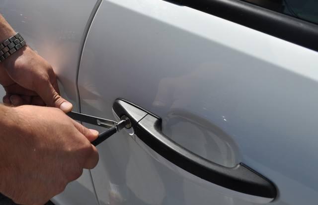 Аварийное вскрытие дверей автомобиля