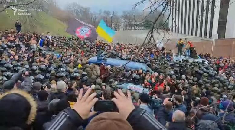 http://images.vfl.ru/ii/1512475833/001fbcf2/19695328.jpg