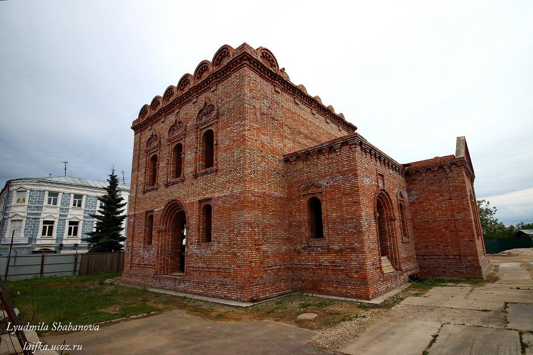 Строящаяся Пятницкая церковь