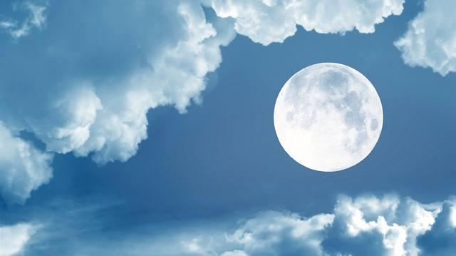 Полнолуние -  Влияние столь сильного небесного явления на людей замечено с древности.  20554143_m