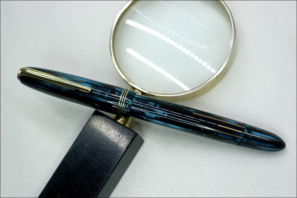 Nonamed blue stripe pen