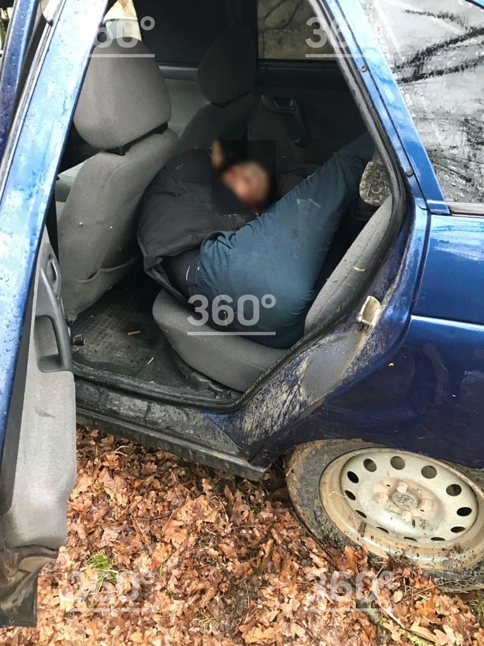Появились фотографии с места убийства дагестанских силовиков | Изображение 2