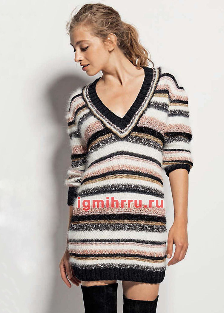 Ажурный пуловер и разноцветные короткие шортики спицами