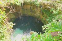 Сенот Ик-Киль с очень чистой водой, красивейший на Юкатане. Фото Морошкина В.В.