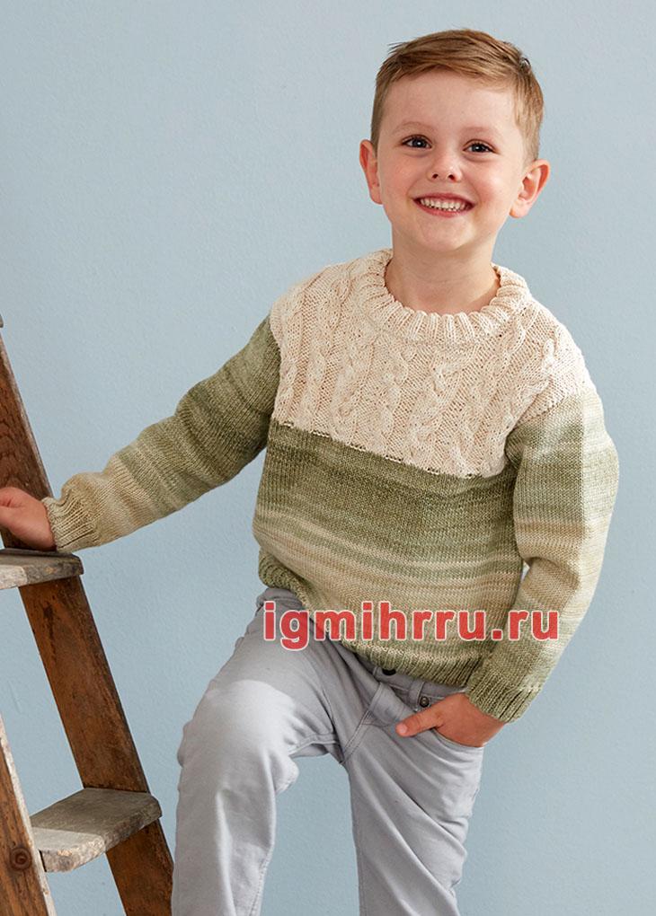Для мальчика 3-11 лет. Разноцветный пуловер с белой кокеткой из кос. Вязание спицами