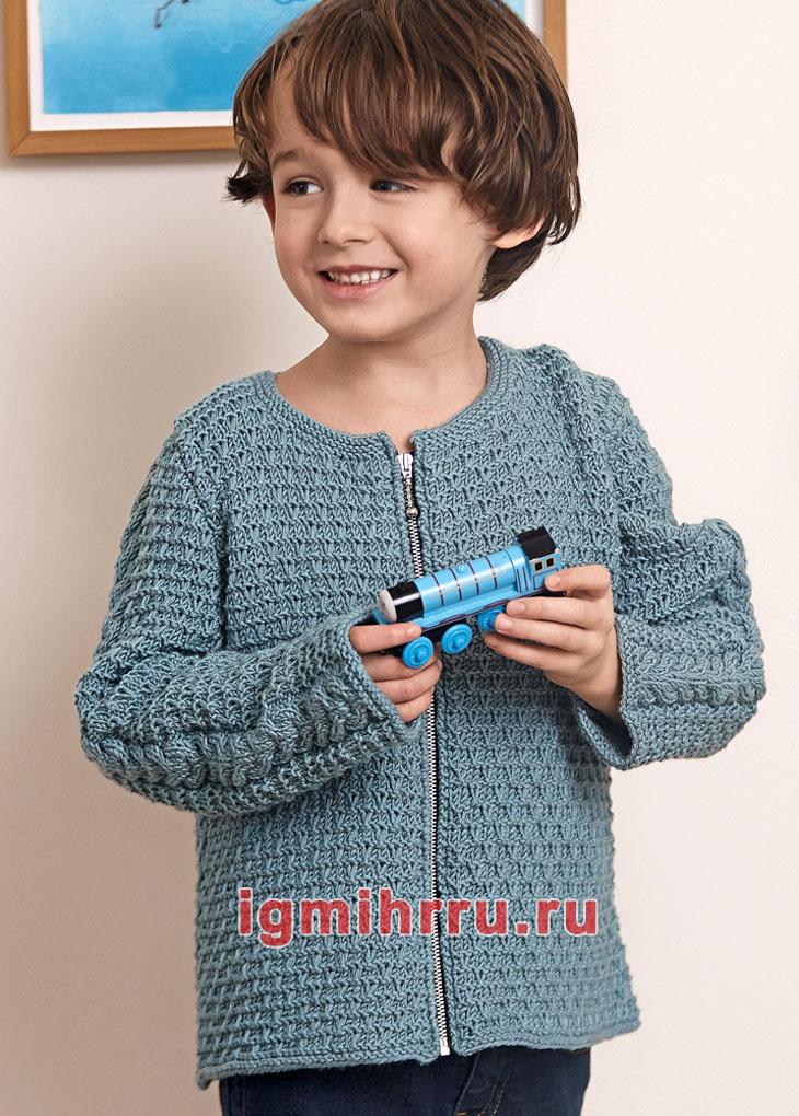 Для мальчика 4-10 лет. Жакет на застежке-молнии и с косами на рукавах. Вязание спицами