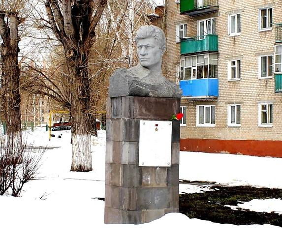 http://images.vfl.ru/ii/1528297718/32865533/22021996_m.jpg