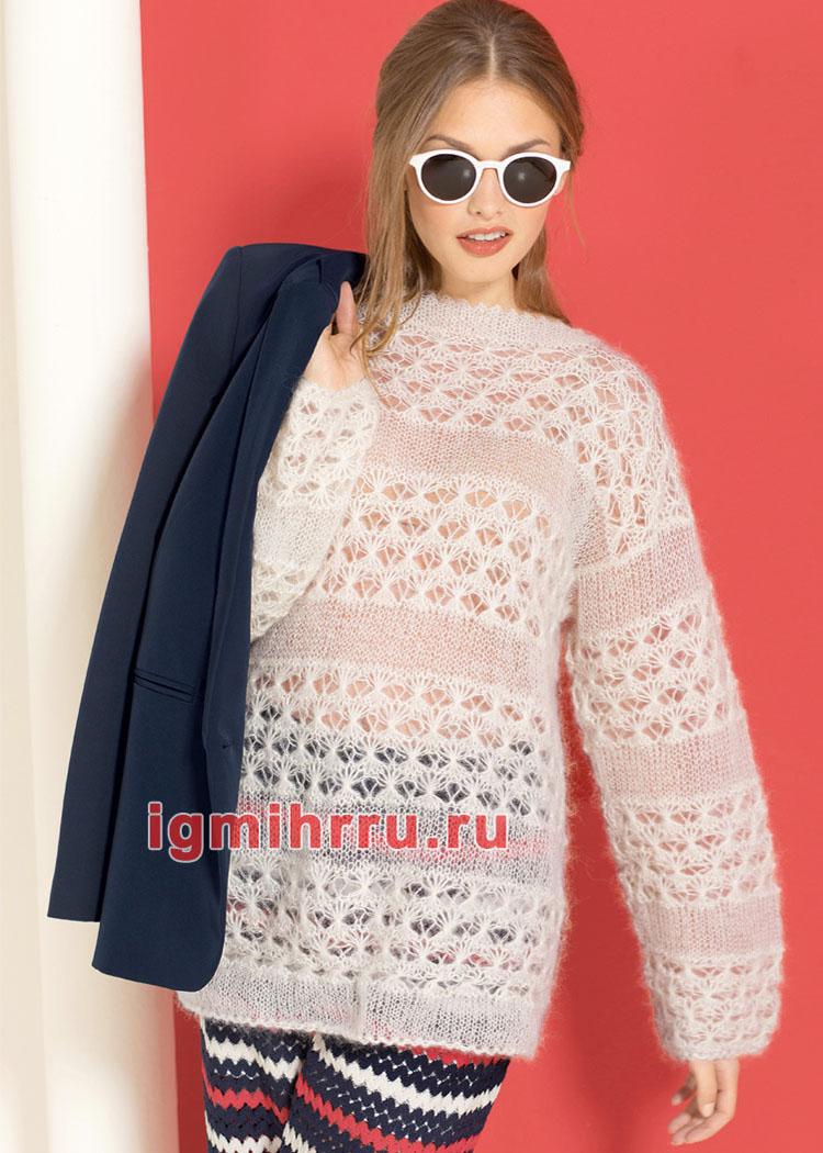 Белый мохеровый пуловер с ажурными полосами. Вязание спицами
