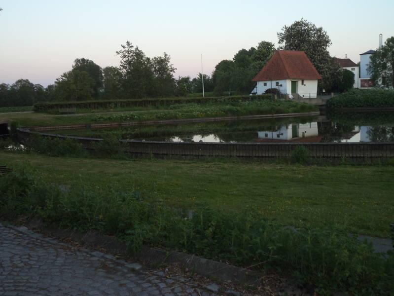 http://images.vfl.ru/ii/1528930457/1d51111e/22106735_m.jpg