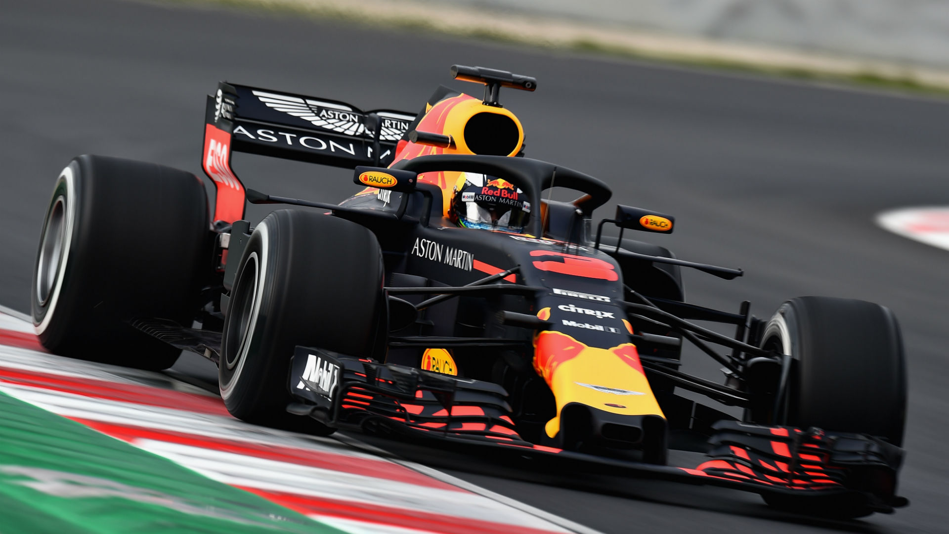 Первые официальные скриншоты F1 2018