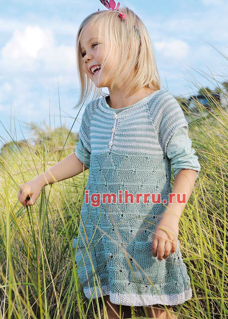 Для девочки 3-9 лет. Двухцветное платье с круглой кокеткой и кармашками. Вязание спицами