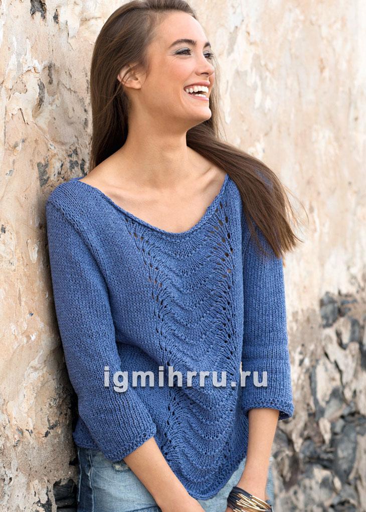 Синий пуловер с волнистым узором. Вязание спицами