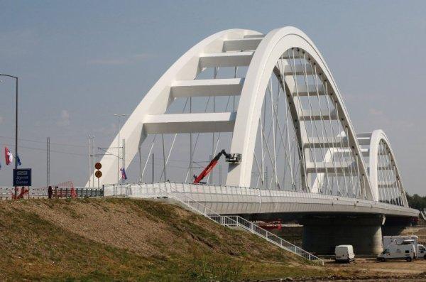Сербия, Нови-Сад, Жежелев мост