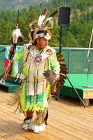 Выступление с танцами индейца племени дакота в туркомплексе Неистового Коня. Фото Морошкина В.В.