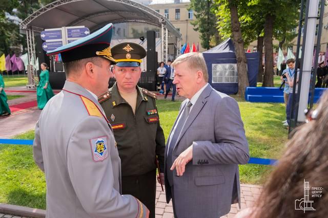 http://images.vfl.ru/ii/1536569411/af00606d/23270070_m.jpg