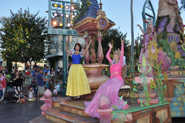 all about characters at disneyland and california adventure - 640×425