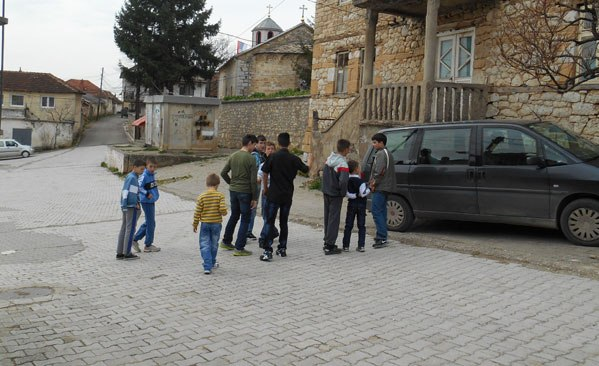 Косово и Метохия, Ораховац, Сербия, дети