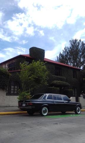 DOWNTOWN MANSION SAN JOSE COSTA RICA LIMOUSINE MERCEDES 300D LANG