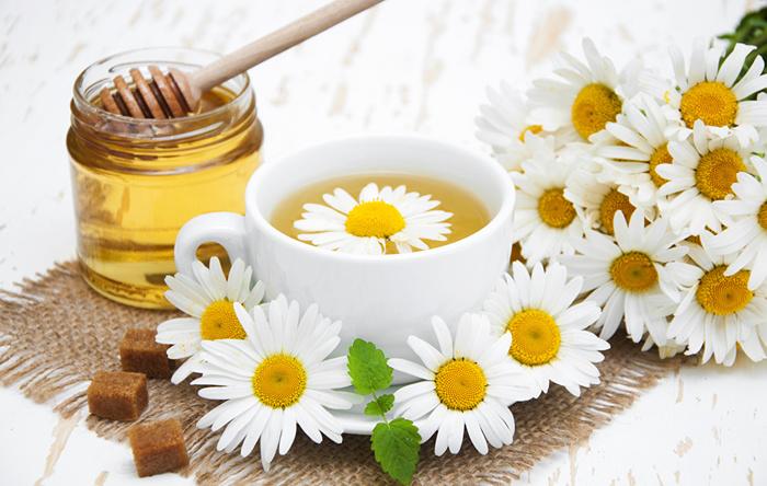 Ромашка, чай и мёд