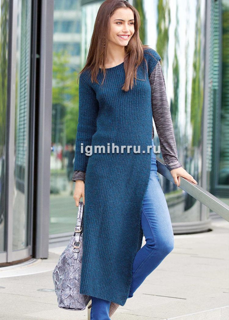 Платье с боковым разрезом и одним длинным рукавом. Вязание спицами