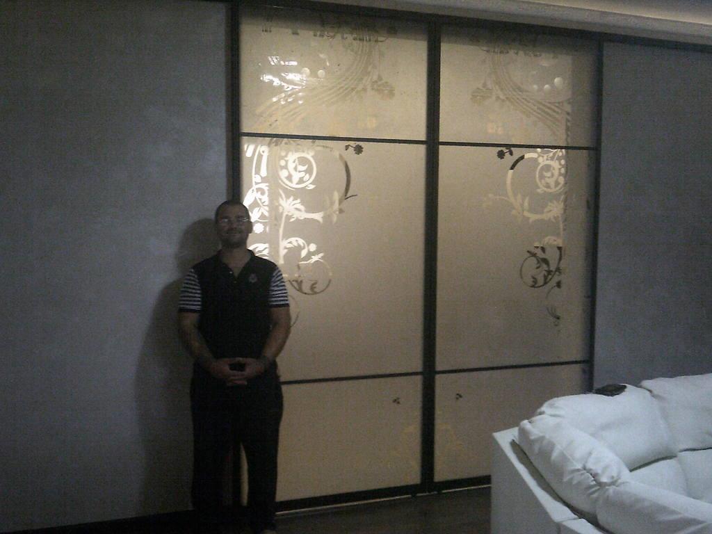 Система межкомнатных дверей купе стекло пескоструйный рисунок с оракалом