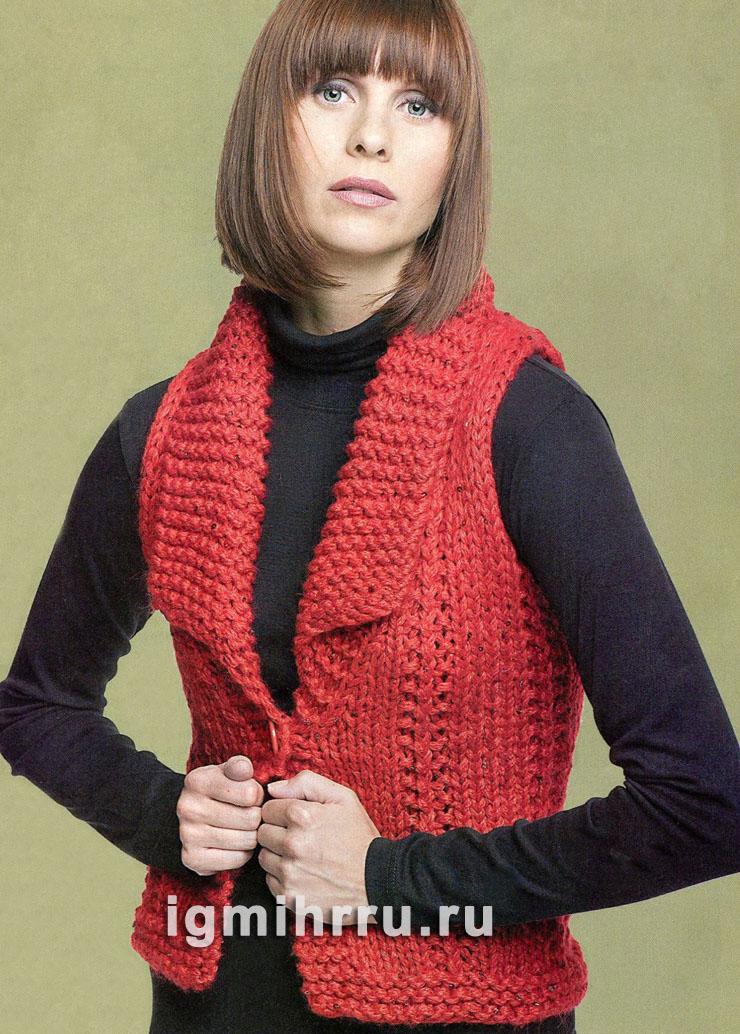 Красный жилет, связанный на толстых спицах. Вязание спицами