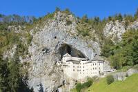 Замок Предъямский Град возле Постойной пещеры. Фото Морошкина В.В.