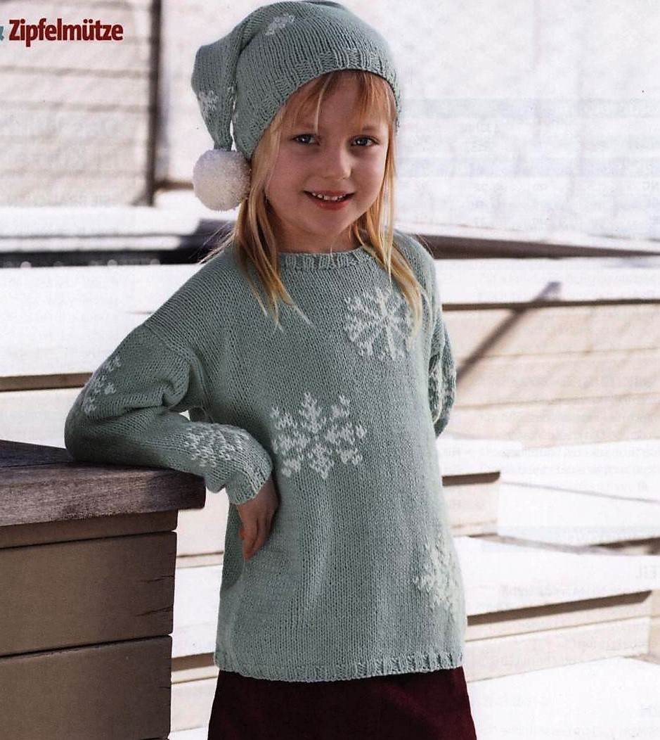 Вязаный пуловер для девочки с узором снежинки