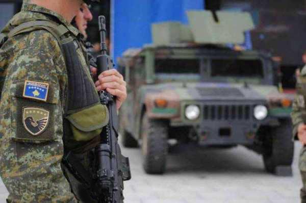 США начали поставки бронетехники косовским боевикам, создающим армию