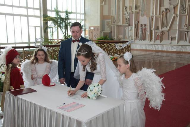 http://images.vfl.ru/ii/1547159382/bd588302/24900732_m.jpg