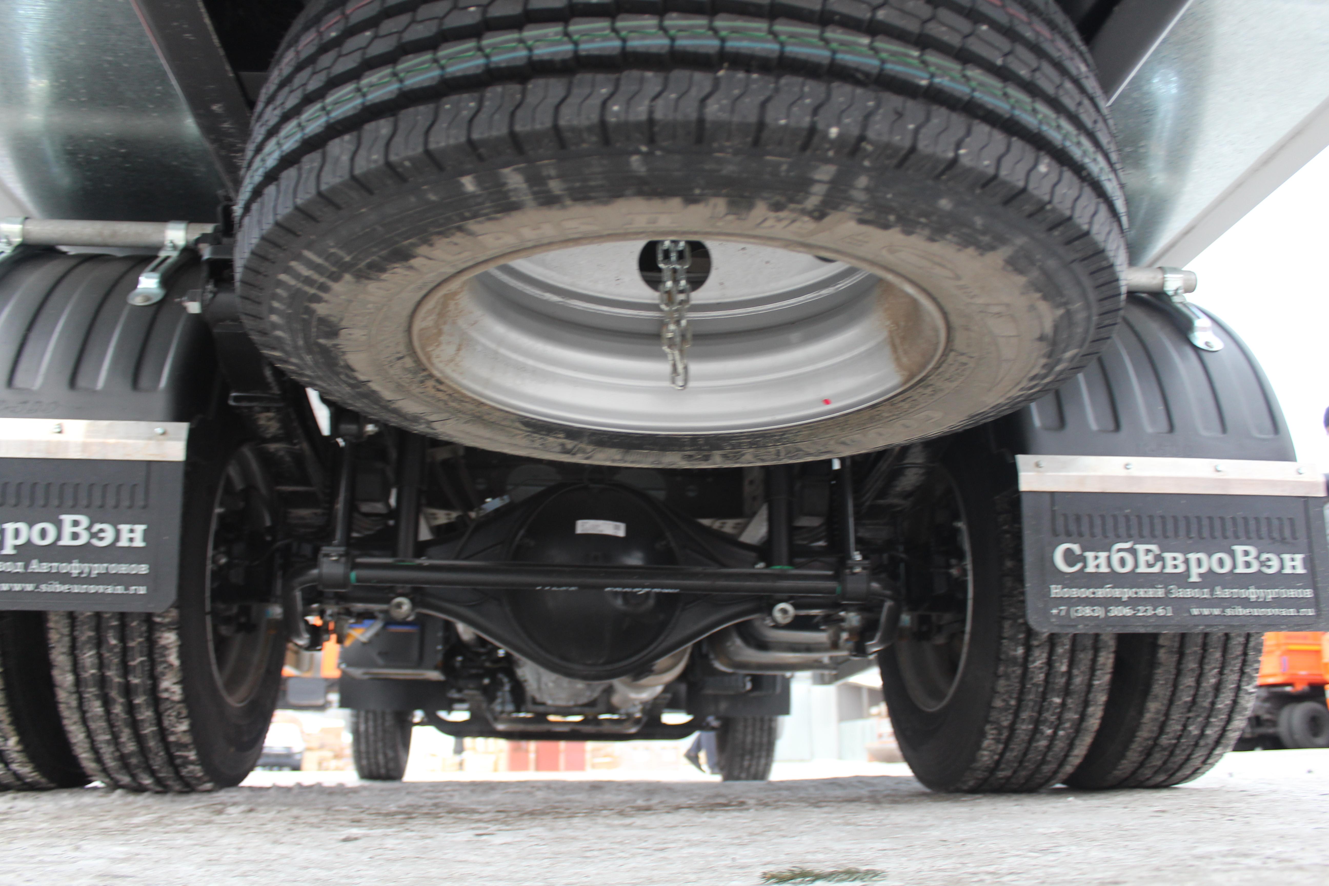 Запасное колесо разместили под задним свесом