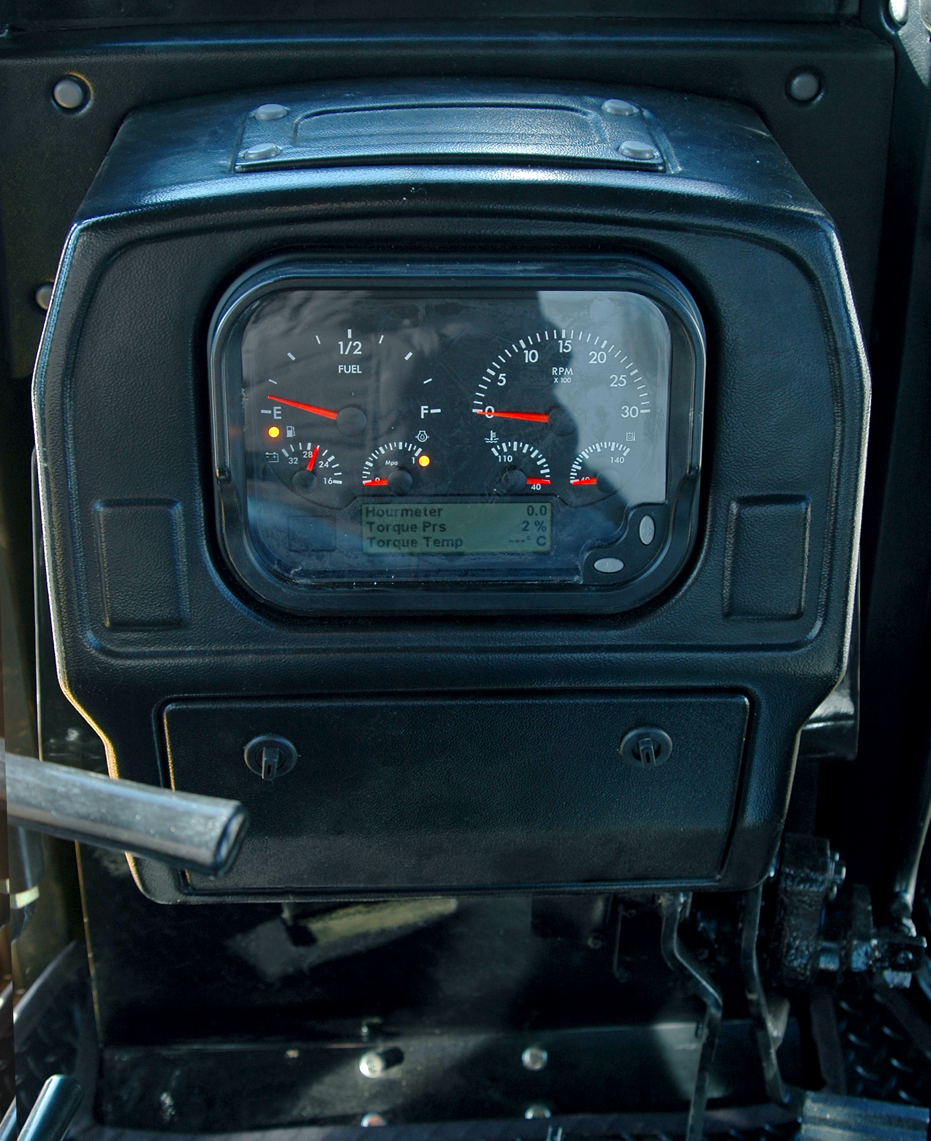 SD7N-INNER PICTURES OF CAB (3)
