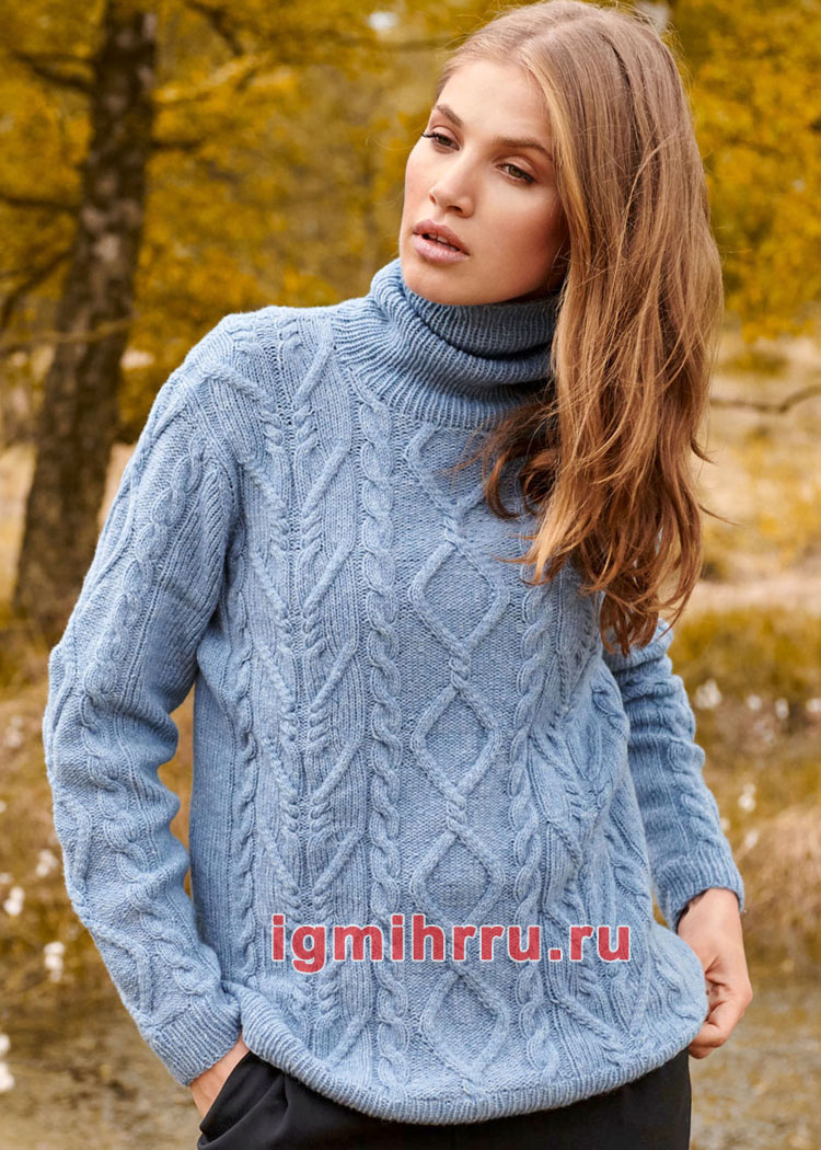 Голубой теплый свитер с косами и ромбами. Вязание спицами