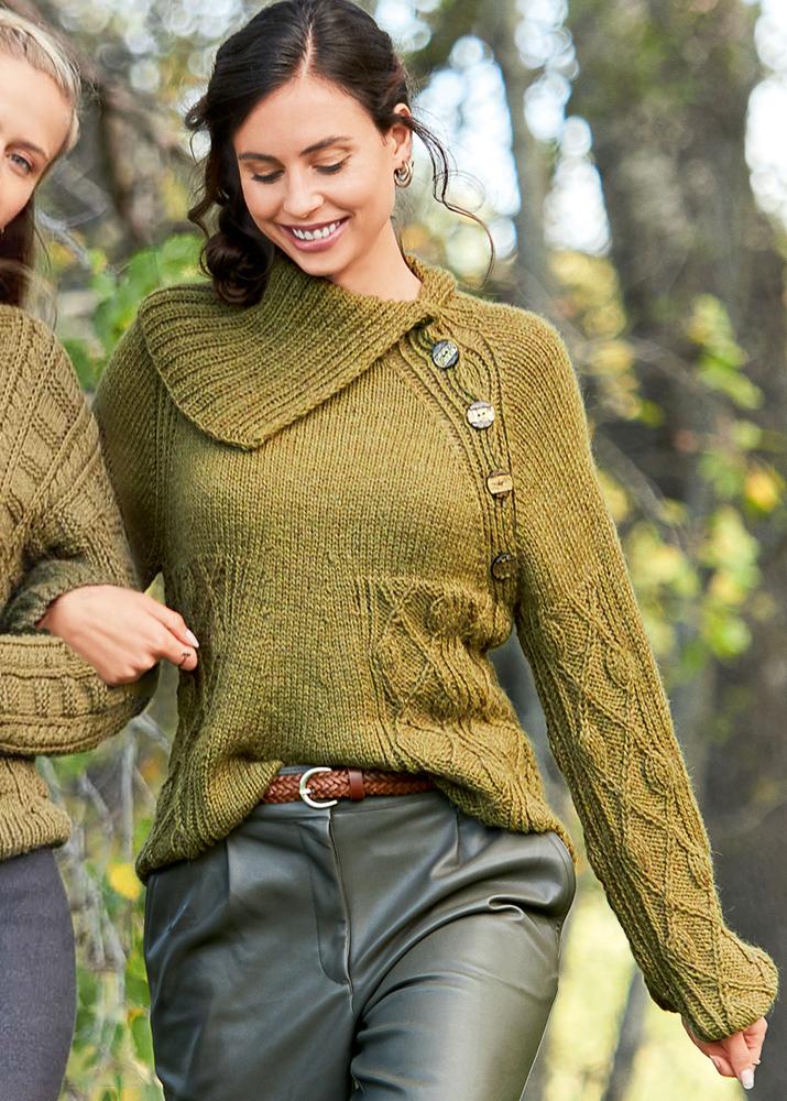 Оливковый джемпер с рукавами реглан и широким воротником. Вязание спицами