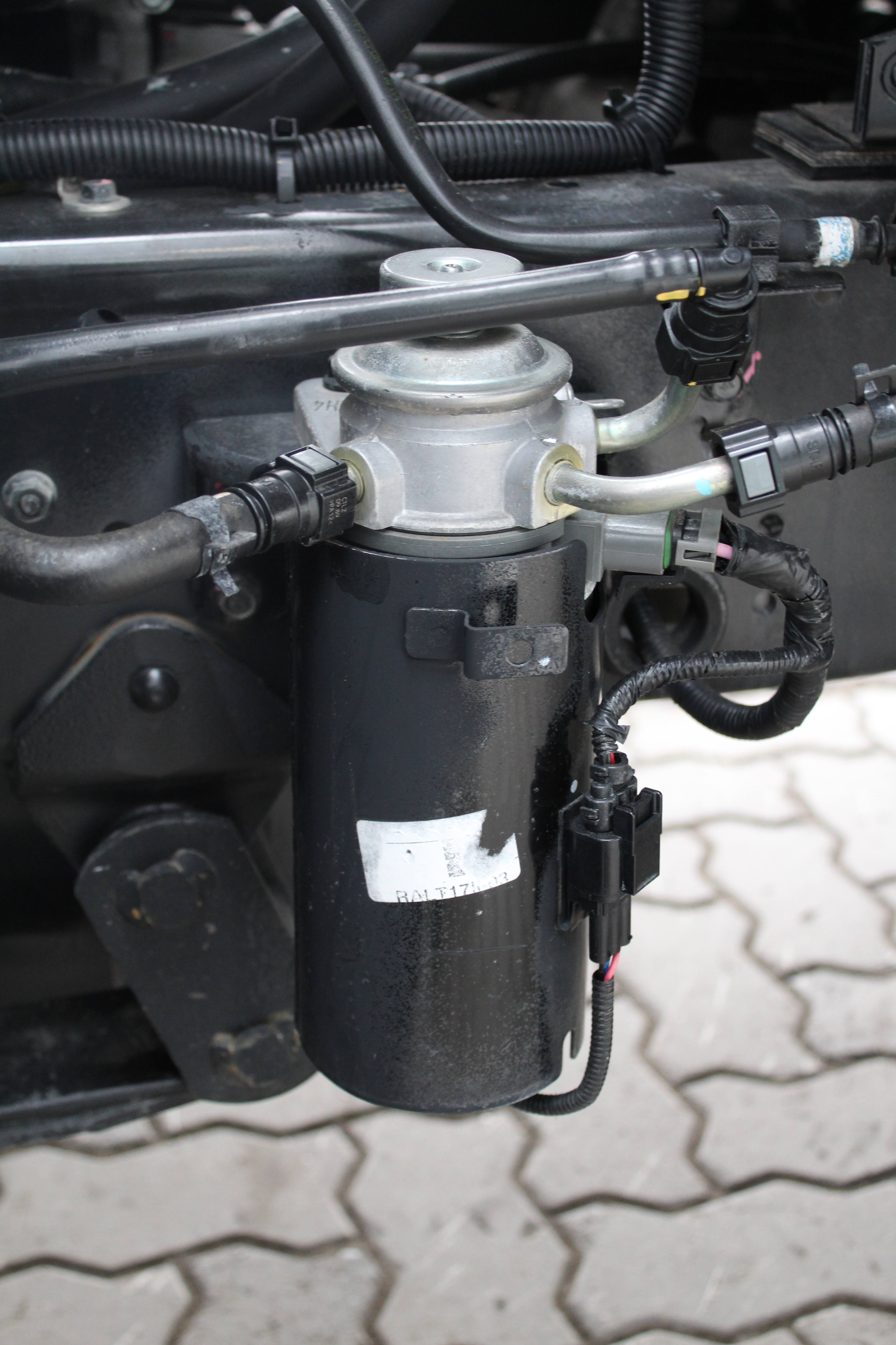 Топливный фильтр Hyundai HD35 защитили металлическим кожухом