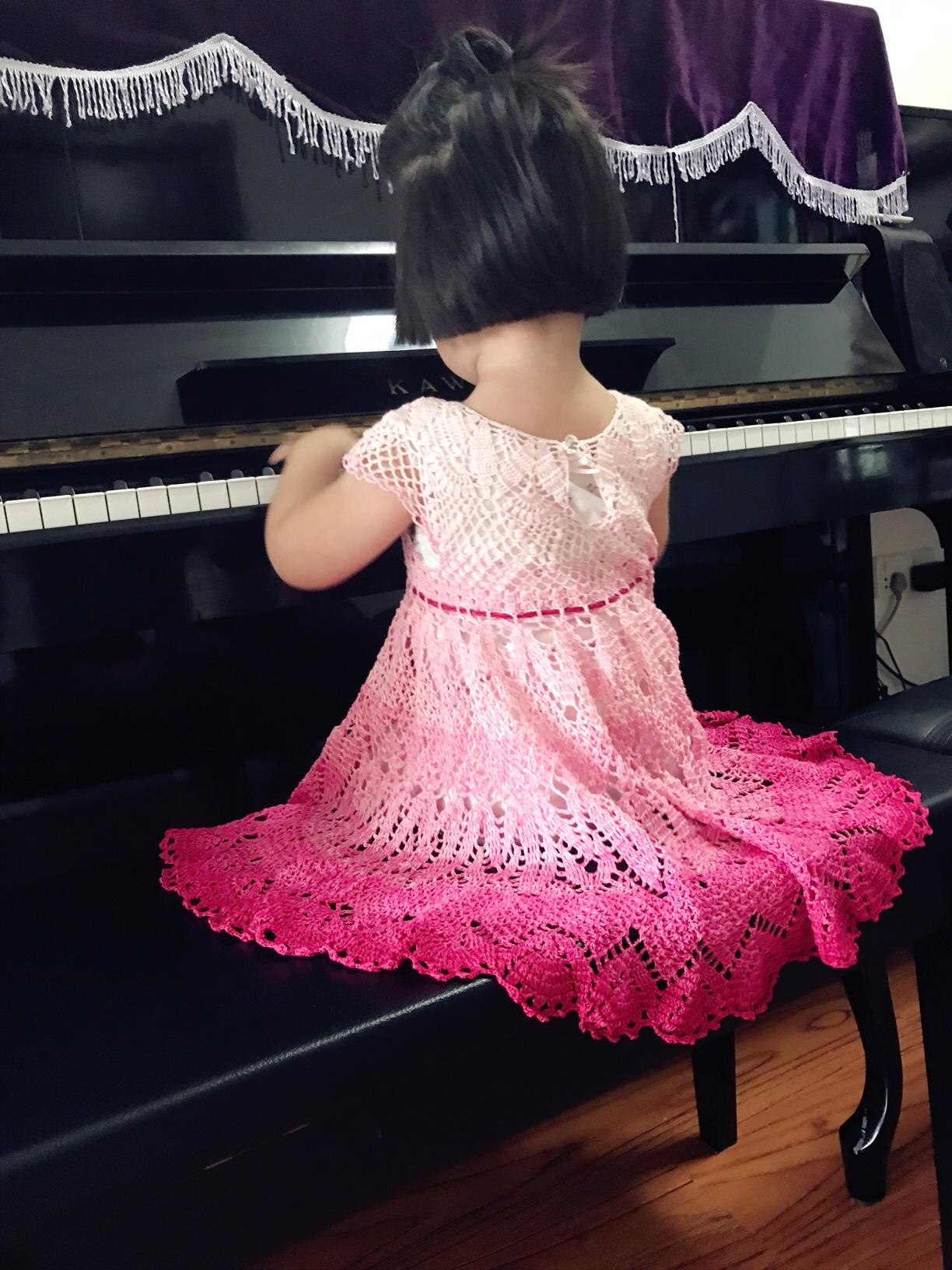 Платье для маленькой принцессы крючком