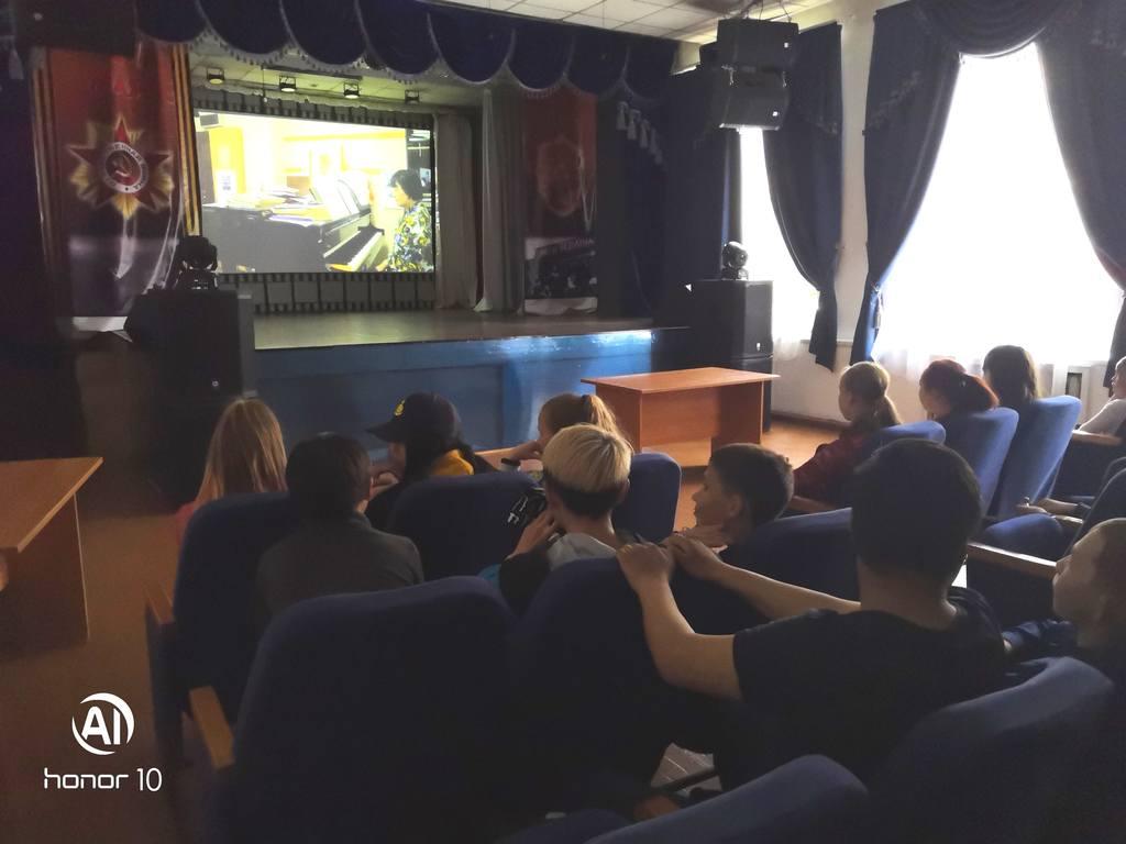 """Тематический час для учащихся СОШ №43""""Пою жизнь свою..."""" - посвященный памяти оперного певца Дугаржапа Дашиева."""