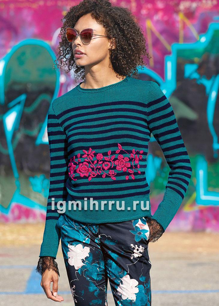 Пуловер в полоску с цветочной вышивкой. Вязание спицами