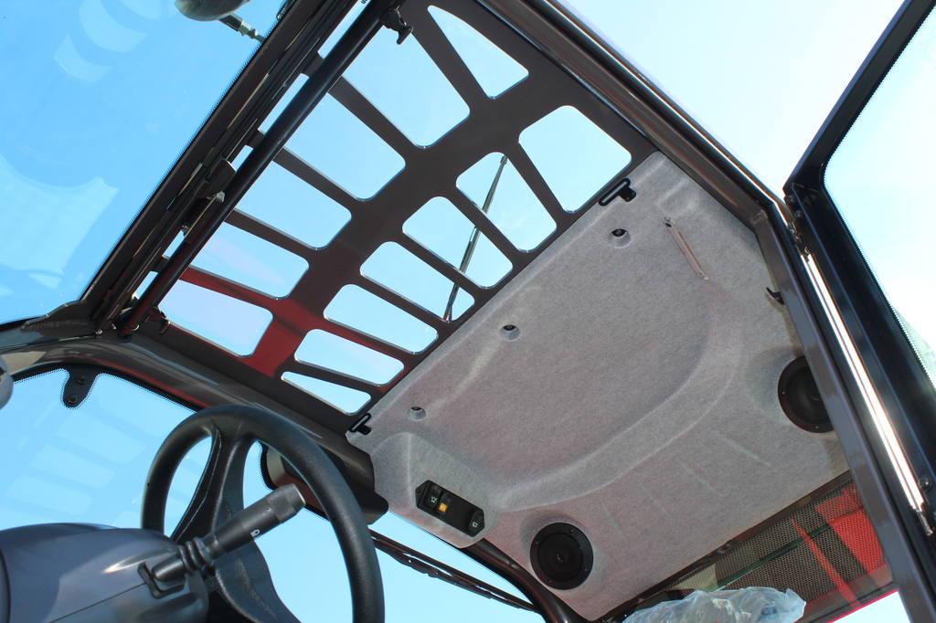 От солнца можно закрыться специальной шторкой, а от падения груза на стеклянную крышу спасёт металлическая решётка