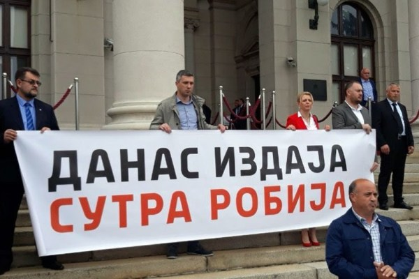 Сербия, Косово, протесты, движение Двери