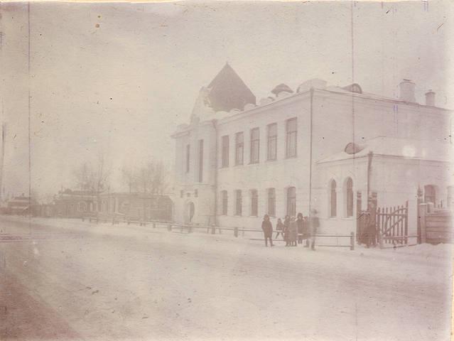 http://images.vfl.ru/ii/1561219047/0729a09e/26971255_m.jpg